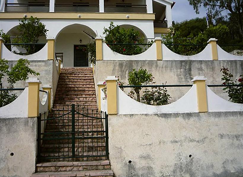 Kato Mathraki - House of Tasos Geis